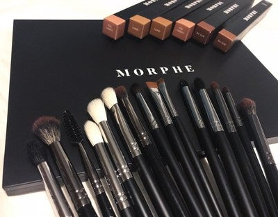 Babe Faves Eye Brush Set Cover 18pcs brushes for eye shadow, crease shadow, concealer, blush, foundation, pressed or loose powders, highlighter & eyebrows. babe faves eye brush set